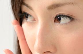 外斜視はバセドウ病が原因なのか?症状など